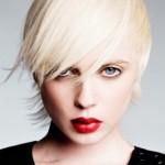 Par blond coafura scurta